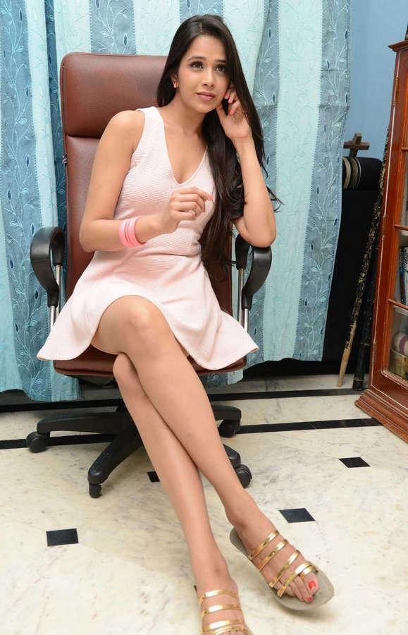 Krutika Singhaal Feet