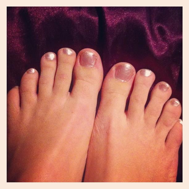 Cervena Fox Feet
