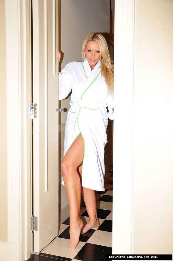 Lucy Zara Feet (11 photos) - celebrity-feet.com