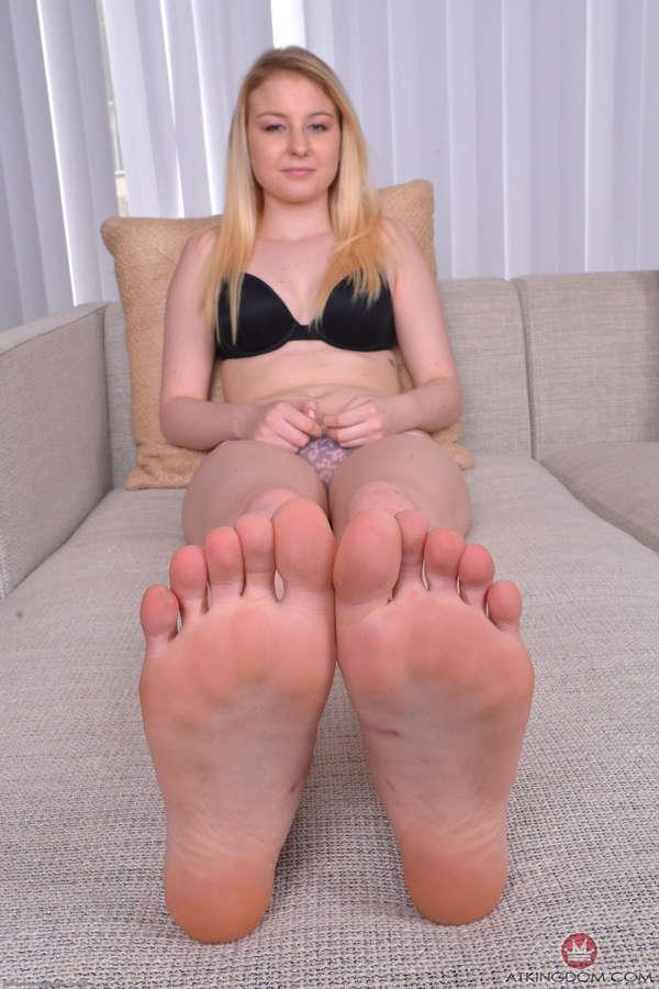 Sophie Sativa Feet