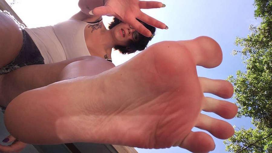 Velma VonMassacre Feet