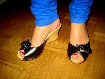 Isabella Lowengrip Feet