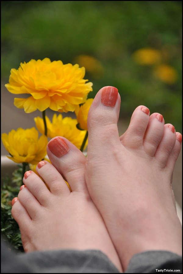 Tasty Trixie Feet