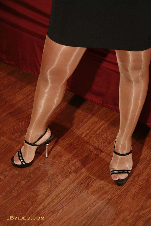 Casey Kitten Feet