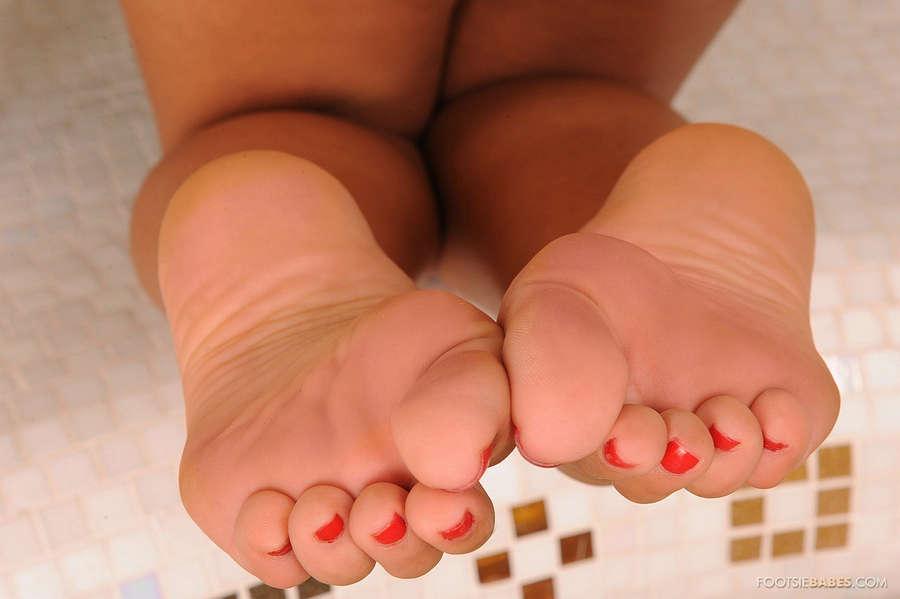 Valery Summer Feet