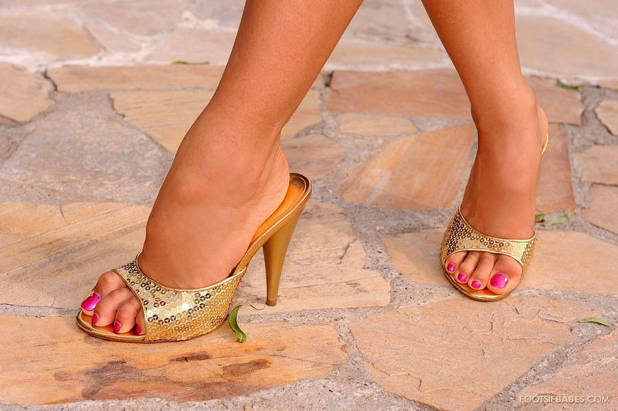 Aleska Diamond Feet