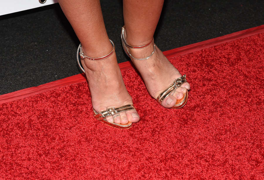 Full photo foot of leah remini eating