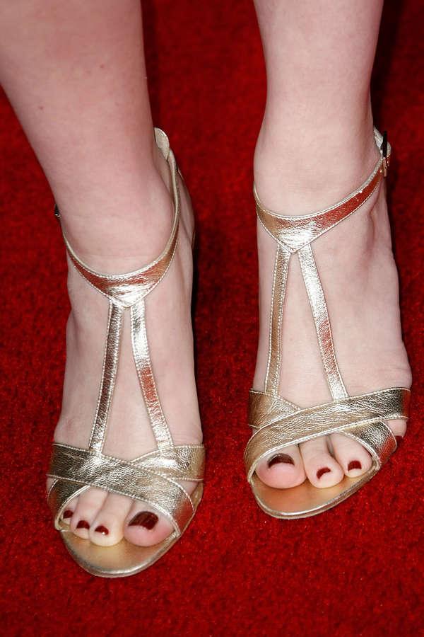 Jenna Fischer Feet