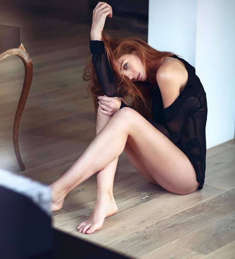Alexina Graham Feet