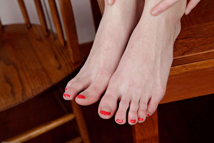 Casana Lei Feet