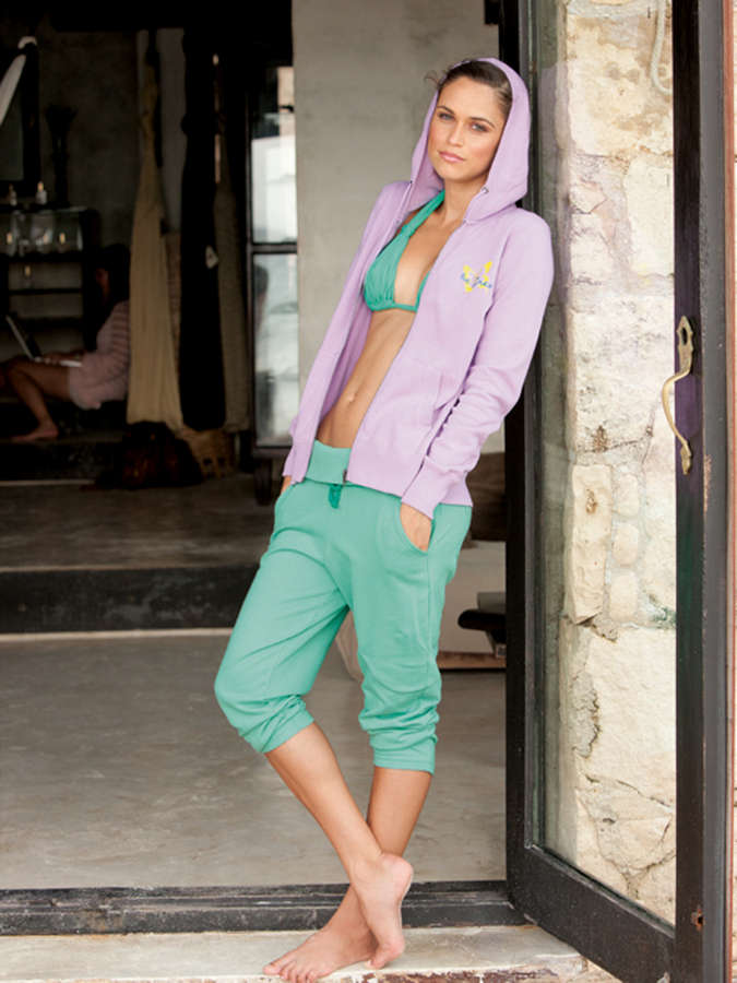 Asha Leo Feet