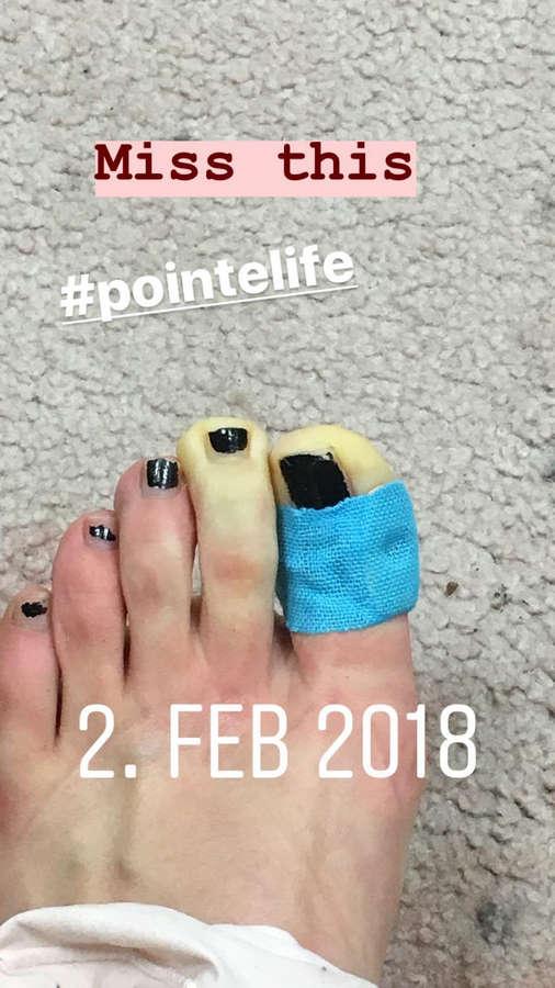 Greta Short Feet