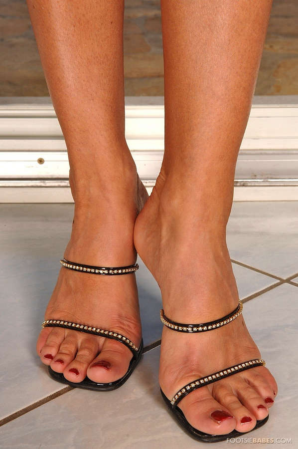 Dorina Golden Feet