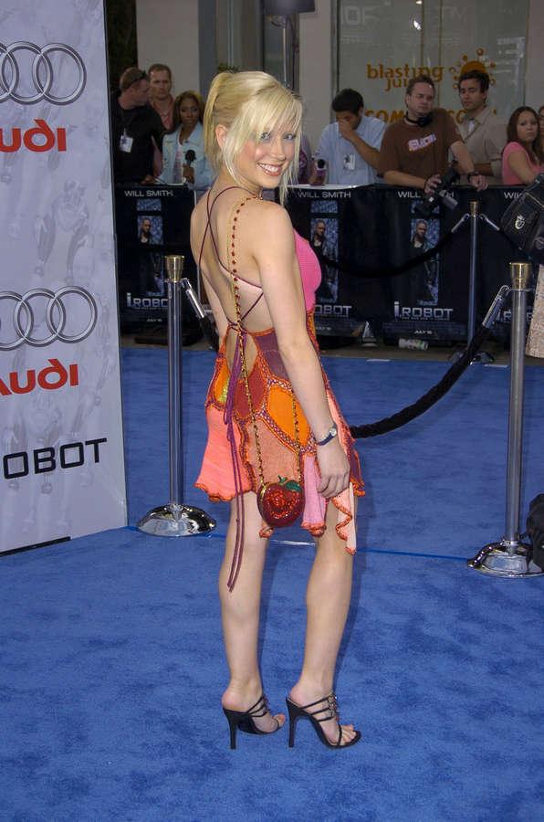 Courtney Peldon Feet