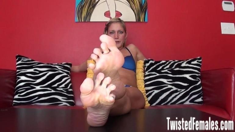 Taylor Raz Feet