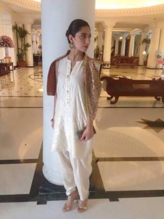 Mahira Khan Askari Feet