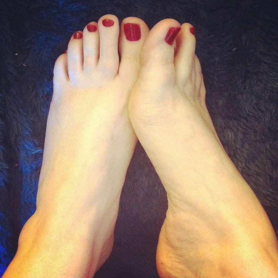 Zenova Braeden Feet