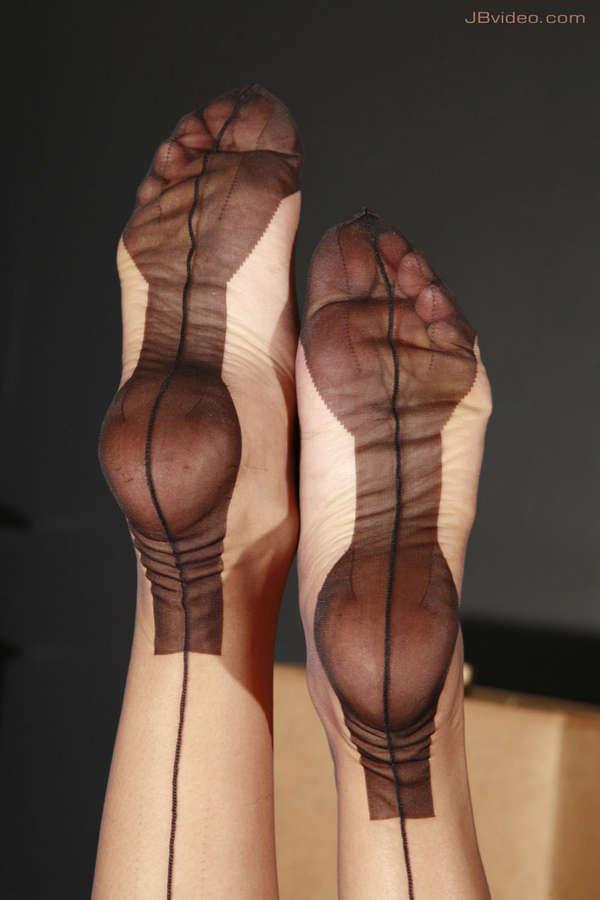 Angelita Purrvertina Feet