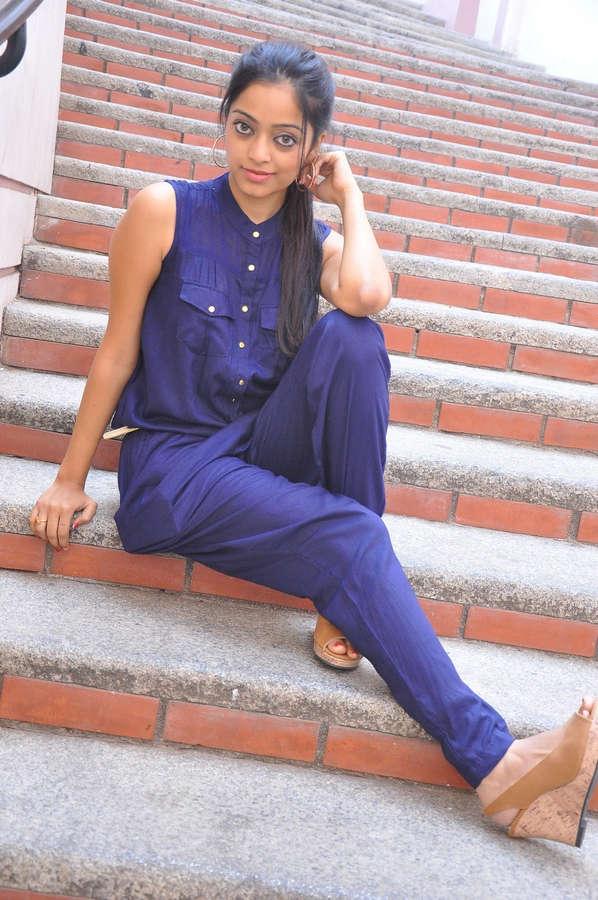 Janani Iyer Feet
