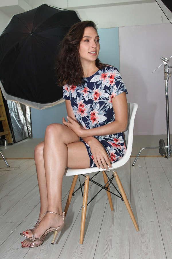 gal-gadot-hot-legs-and-feet