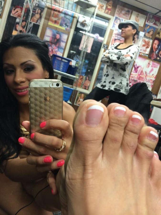 Cassandra Cruz Feet