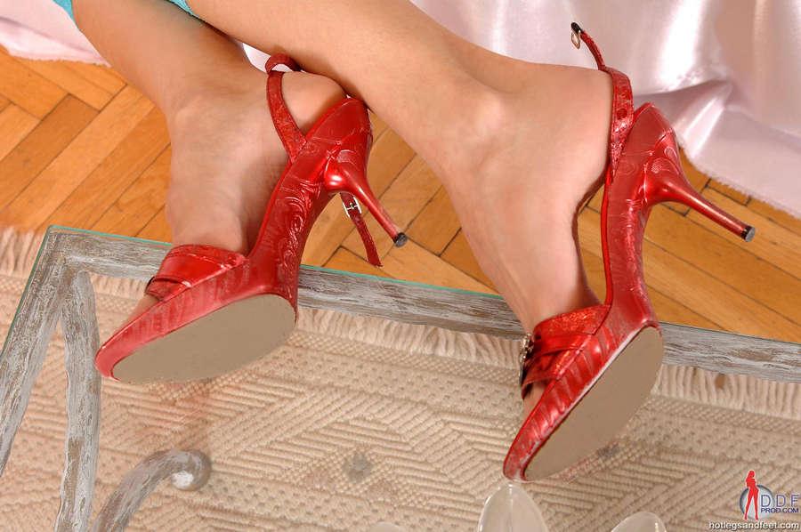 Liz Valerie Feet