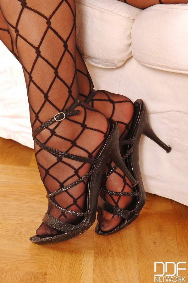 Alexa Bold Feet