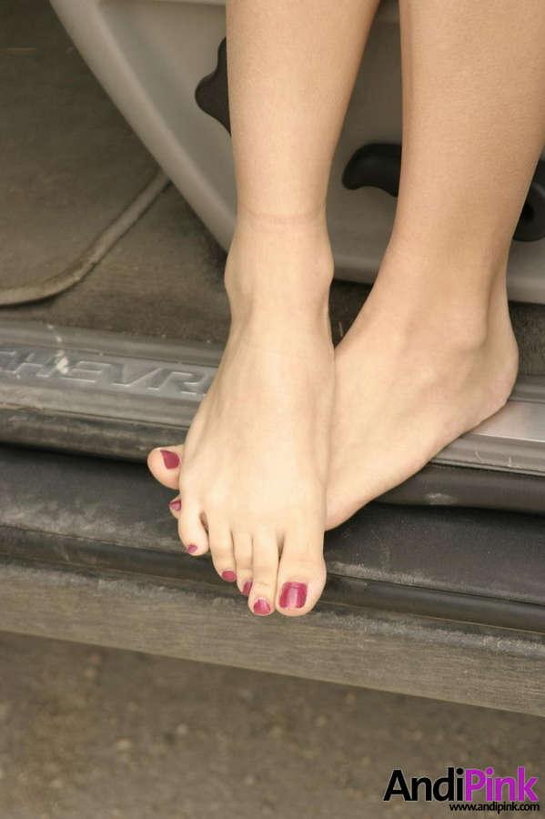 Andi Land Feet