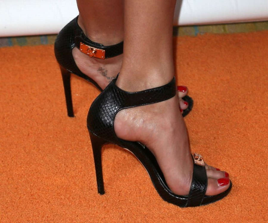 Golnesa Gharachedaghi Feet