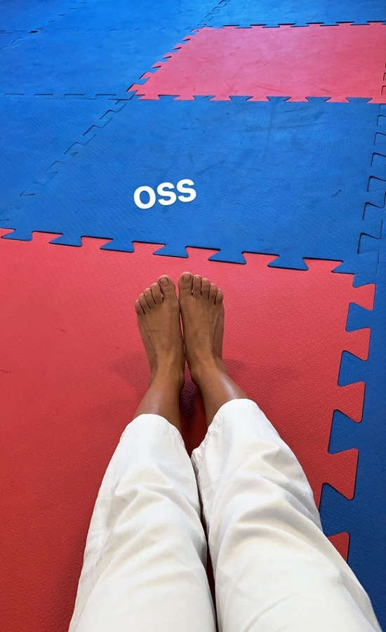 Laryssa Ayres Feet