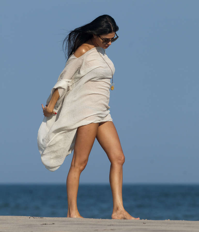 Adriana DeMoura Sidi Feet