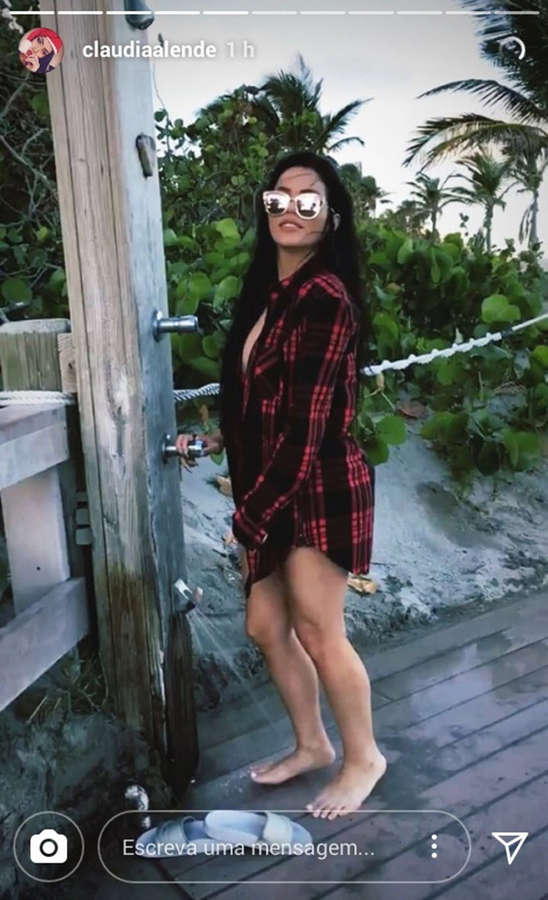 Claudia Alende Feet