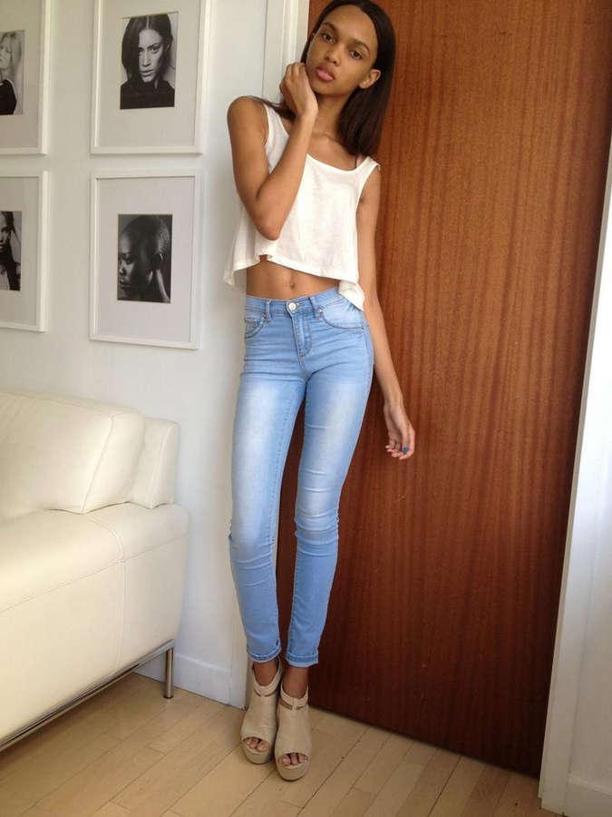 Samantha Archibald Feet