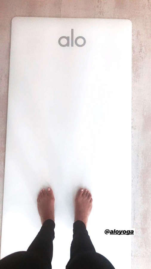 Talia Sutra Feet
