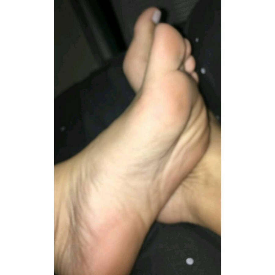 Keroline Tu Feet