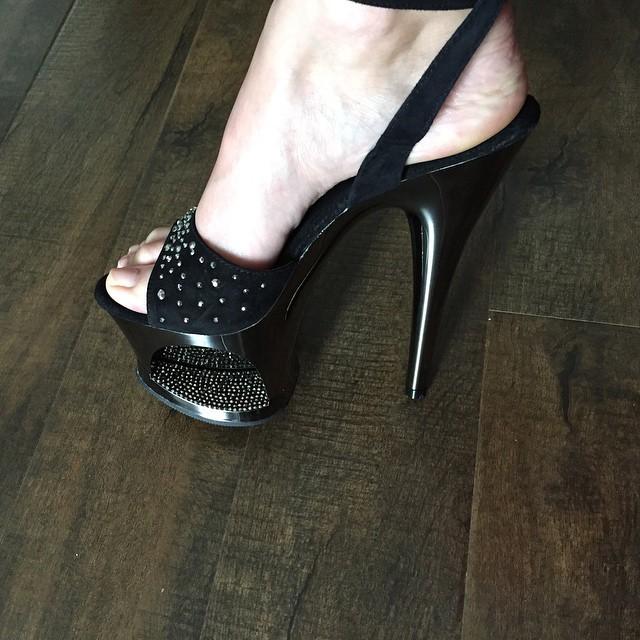Shera Bechard Feet