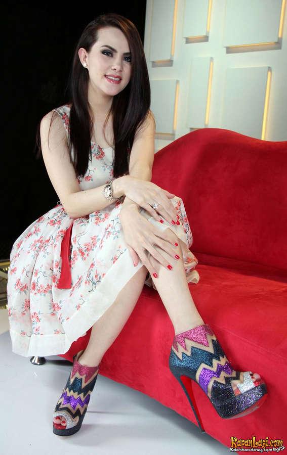 Titi Handayani Sjuman Feet