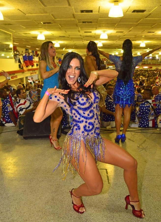 Carla Prata Feet