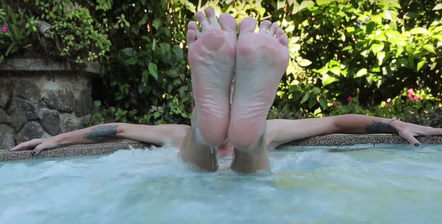 https://celebrity-feet.com/wp-content/uploads/cdn3626/anastasia-ivleeva-feet-3-pictures-001.jpg