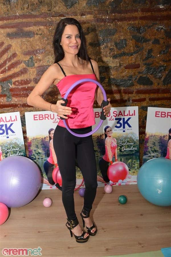 Ebru Salli Feet