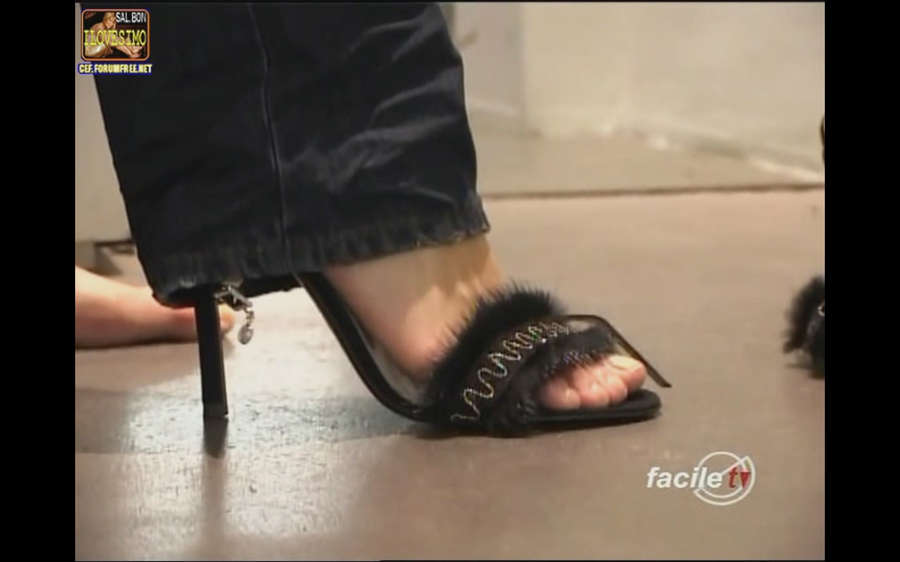 Elisa Isoardi Feet