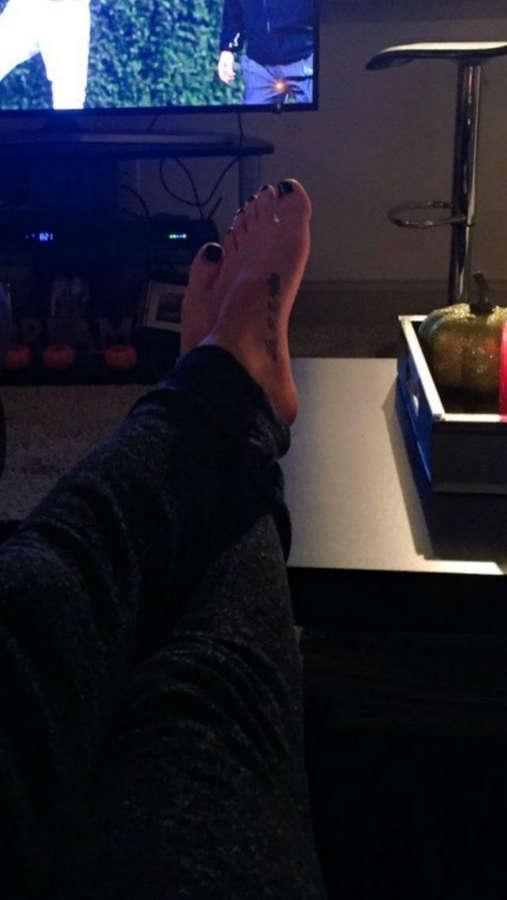 Leah Vandale Feet