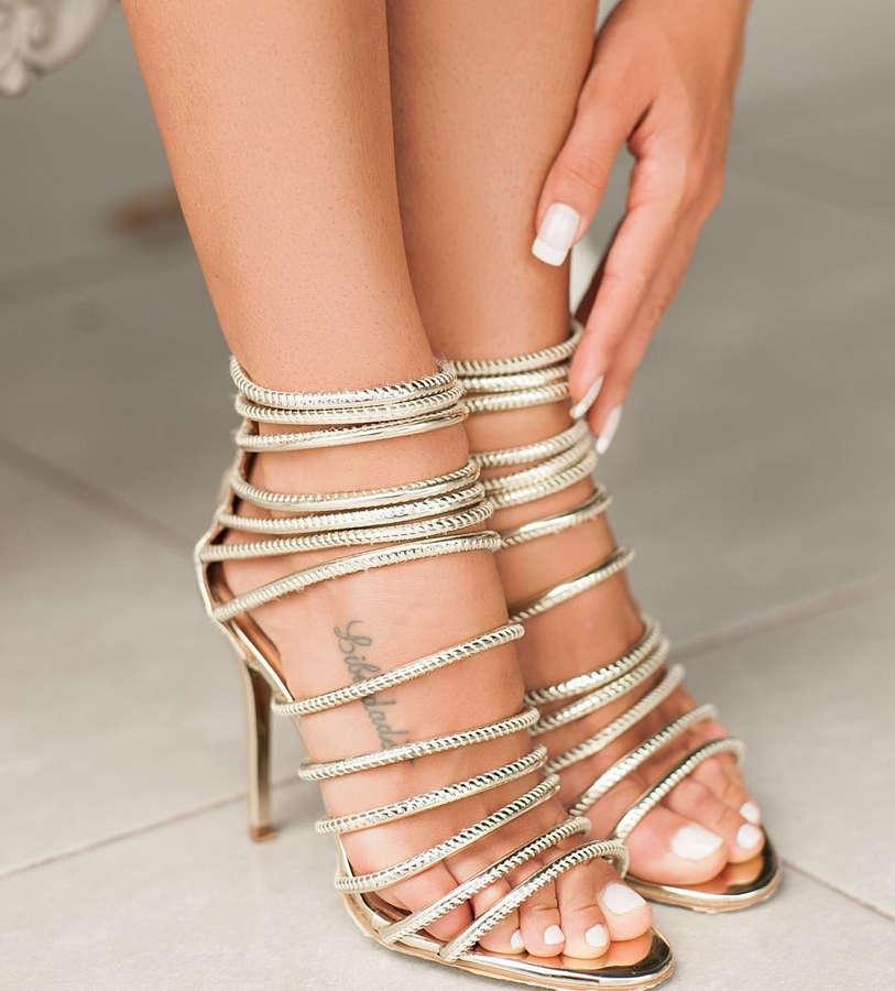 Carol Muniz Feet