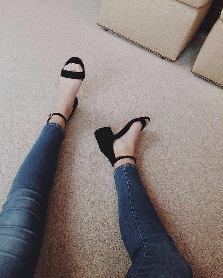 Rachel Rolleri Feet