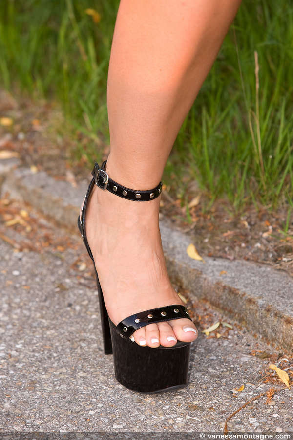 Vanessa Lamontagne Feet