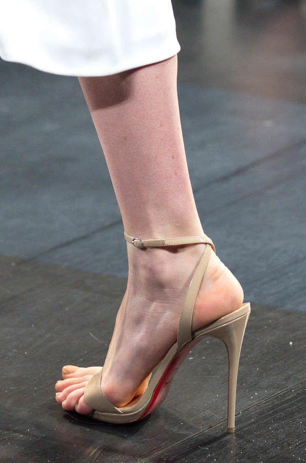 Manon Leloup Feet