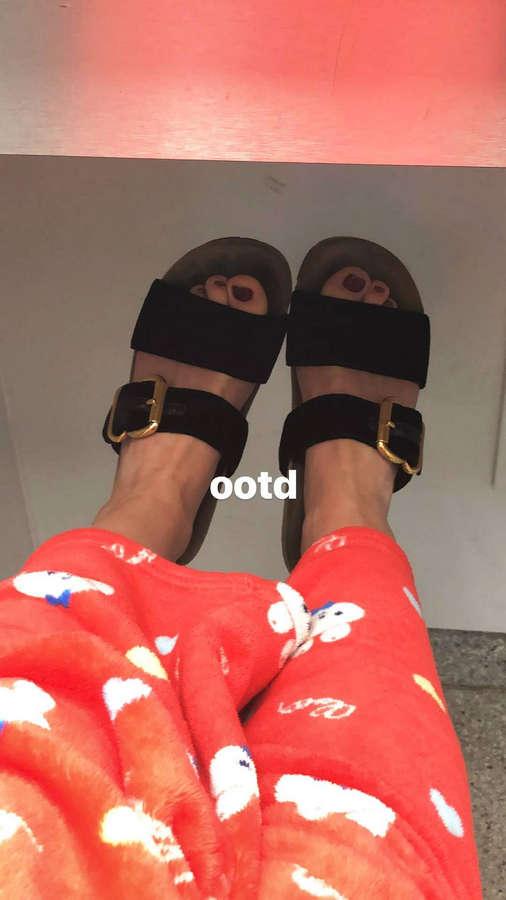 Kiernan Shipka Feet