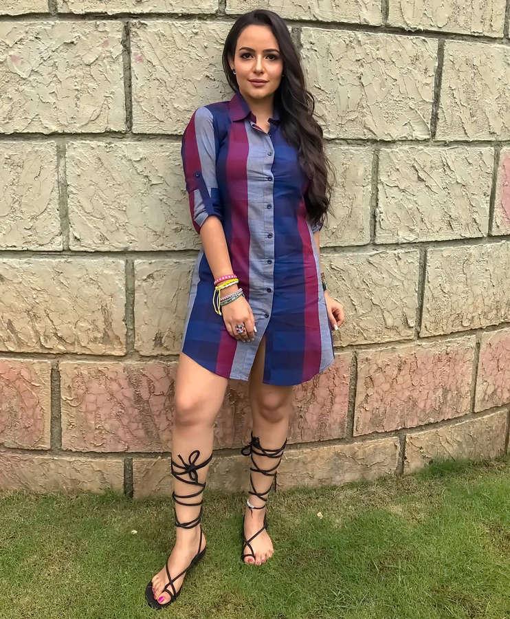Aachal Munjal Feet