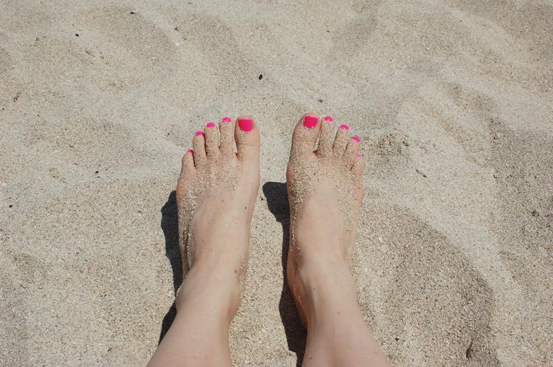 Audrey Kitching Feet