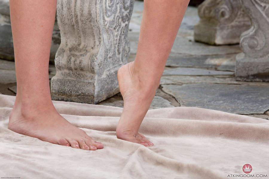 Olivia Lua Feet
